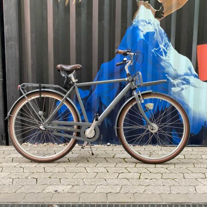 City Rad Excelsior mit 2 Gepäckträgern vor Container Urban Bike Tours