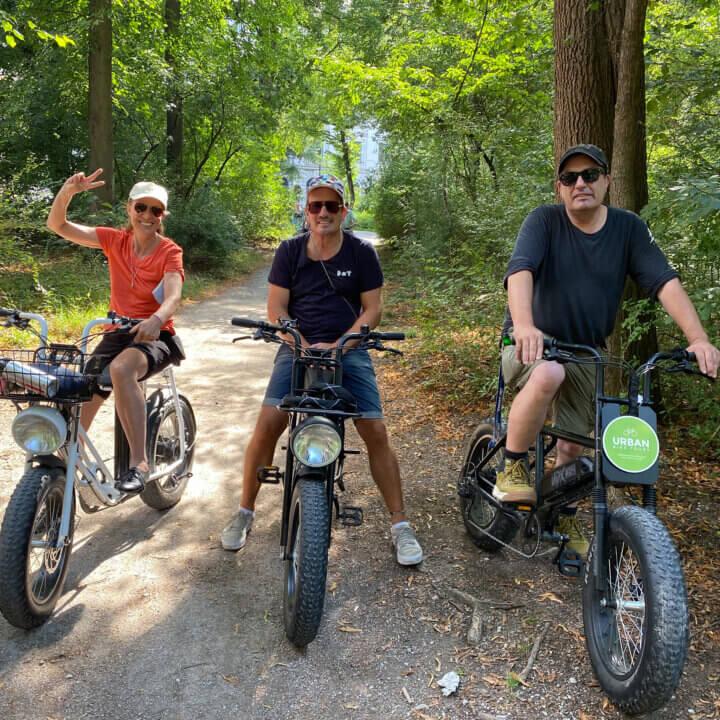 3 Personen im Grünen auf einer RAdtour durch das grüne Berlin mit Urban Bike Tours