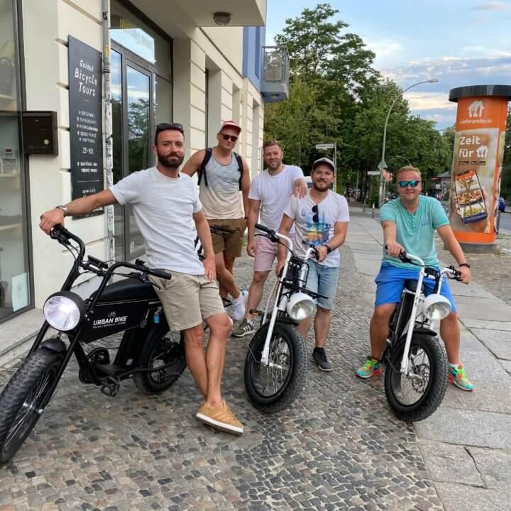 E-Cruise Tour vor dem urban bike store